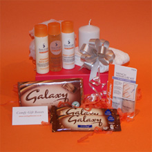 Body pampering presents for girls, chocolate pamper hamper ideas, pamper gift boxes online
